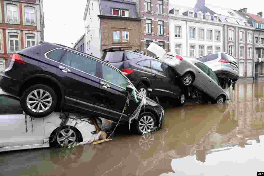 بیلجیم کے شہری ورویئر میں بھی بارشوں اور سیلاب نے تباہی مچا دی ہے۔ پانی گھروں میں داخل ہونے سے شہریوں کو شدید مشکلات کا سامنا ہے۔