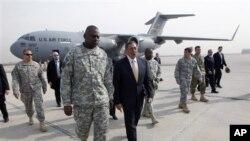 미군 철수식에 참석하기 위해 바그다드에 도착한 파네타 미 국방장관