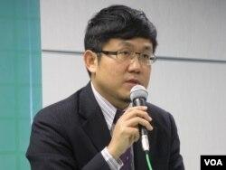 民进党国际事务部主任刘世忠(美国之音张永泰拍摄)