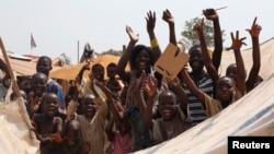 10일 중앙아프리카공화국에서 미셸 조토디아 대통령이 사임하자 어린이들이 환호하고 있다