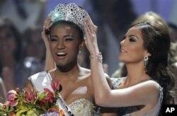 Angolana Leila Lopes é Miss Universo 2011 (c/ fotos)