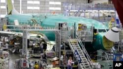 Un avión Boeing 737 es ensamblado en la planta de Renton, Washington.