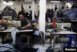 Usaha Kecil (UKM) di Cakung, Jakarta. Ekonomi yang buruk membuat nasib UKM makin tidak menentu (foto: ilustrasi).