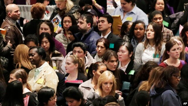 A crowd of job seekers attends a healthcare job fair in New York, March 14, 2013.
