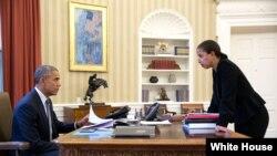 وائٹ ہاؤس نے جن افراد کی سکیورٹی کلیئرنس ختم کرنے کا عندیہ دیا ہے ان میں سوزن رائس بھی شامل ہیں جو صدر اوباما کے دور میں قومی سلامتی کی مشیر تھیں۔ (فائل فوٹو)