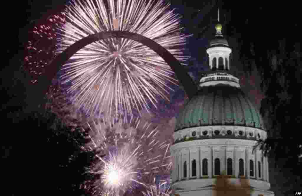 Fireworks light up the night sky behind the Gateway Arch and the Old Courthouse Monday, July 4, 2011, in St. Louis. (AP Photo/Jeff Roberson)