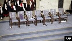 Нобелевская премия на пустом кресле, предназначенном для Лю Сяобо