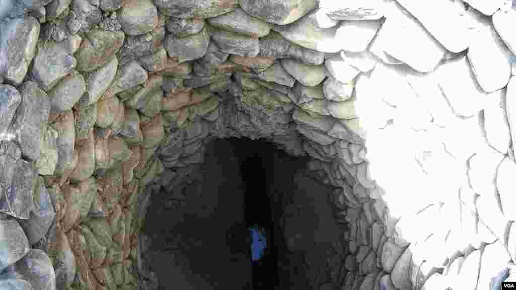 بلوچستان کی سنگلاخ چٹانوں کی گہرائی سے پانی نکال کر استعمال کیا جاتا ہے۔