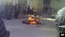Video-still from activist group claims to portray self-immolation of Sonam Thargyal, a 44-year-old farmer, Qinghai province, China, March 23, 2012 (file image).
