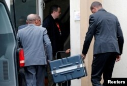 FILE PHOTO: Men unload a case containing the black boxes from the crashed Ethiopian Airlines Boeing 737 MAX 8 outside the headquarters of France's BEA air accident investigation agency in Le Bourget, north of Paris, France, March 14, 2019. REUTERS/Phili