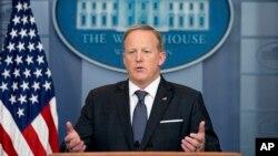 """El secretario de prensa de la Casa Blanca, Sean Spicer, dijo que el presidente Trump está """"muy complacido"""" con su equipo, pero que habrán cambios en la forma de comunicar."""