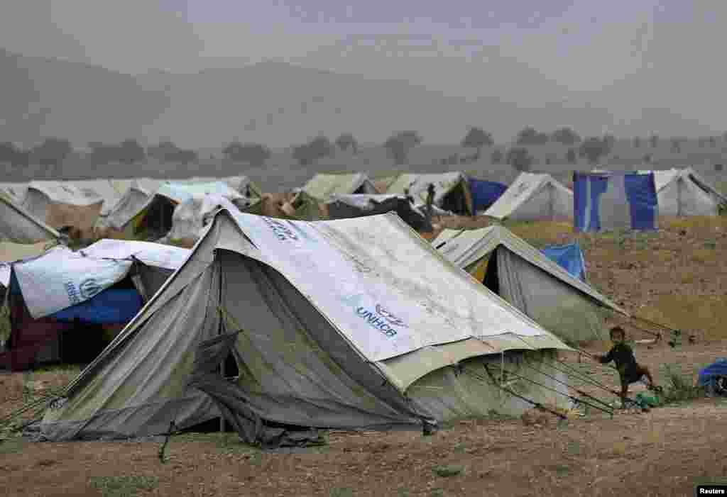 نقل مکانی کرنے والے ان افراد کے لیے ایک کیمپ بھی بنایا گیا ہے۔