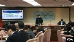 台湾国民党籍立法委员许毓仁邀请政界、学界和业界探讨资讯安全议题(美国之音海伦)