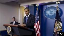 အေမရိကန္သမၼတ Barack Obama အိမ္ျဖဴေတာ္တြင္ Fiscal Cliff နဲ႔ပတ္သက္ၿပီး သတင္းထုတ္ျပန္ေနစဥ္။ ( ဒီဇင္ဘာ ၂၈၊ ၂၀၁၂)