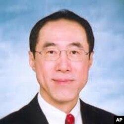 前政务司司长唐英年丑闻缠身仍报名参选