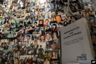 Fotografije nekih od onih koji su poginuli tokom terorističkih napada na Svjetski trgovački centar, Pentagon i Shanksville, Pennsylvania, izloženi su u Nacionalnom memorijalnom muzeju 11. septembar u New Yorku, 8. juna 2017.