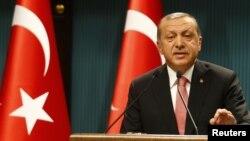 레제프 타이이프 에르도안 터키 대통령이 20일 TV 연설에서 국가비상사태를 선포했다.