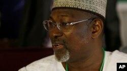 Shugaban Hukumar Zabe ta INEC Farfasa Attahiru Jega a Abuja, Maris 30, 2015. (File Photo)