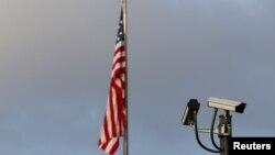 پرچم برافراشته شده برفراز دفتر نمایندگی آمریکا در ژنو