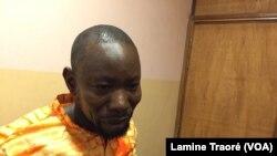 Abdoulaye Traoré, leader du groupe burkinabè DeBademba, lors de Jazz à Ouaga, Burkina Faso, le 27 avril 2019. (VOA/Lamine Traoré)