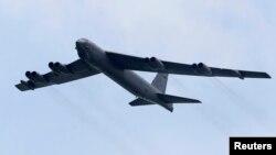 미 공군 소속 B-52 전략폭격기가 괌 공군기지에서 이륙하고 있다. (자료사진)