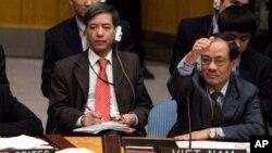 Ông Lê Lương Minh (phải) từng hai lần giữ chức chủ tịch của Hội đồng Bảo an Liên hiệp quốc vào tháng 7 năm 2008 và tháng 10 năm 2009