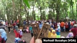 Pring, alat pembayaran dari bambu, yang digunakan untuk bertransaksi di Pasar Papringan, Temanggung, Jawa Tengah, 14 Januari 2018. (VOA/Nurhadi Sucahyo).