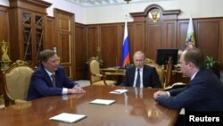 Russian President Vladimir Putin (C) meets with his special representative on questions of ecology and transport Sergei Ivanov (L) and newly appointed head of the Kremlin administration Anton Vaino at the Kremlin in Moscow, Russia, August 12, 2016.