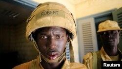 Janubiy Sudan askarlari Bor shahrini isyonchilar qo'lidan qaytarib olgan. 25-dekabr, 2013-yil.
