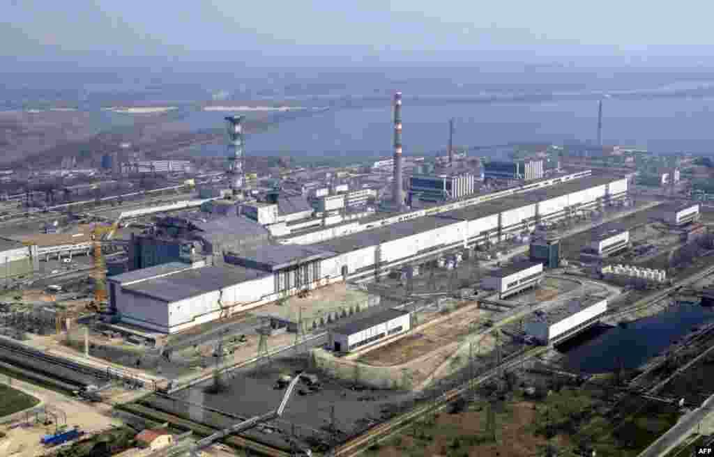 Вид Чернобыльской АЭС. 6 апреля 2006 год
