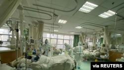"""Suasana rumah sakit umum """"Central Hospital"""" di Wuhan, 25 Januari 2020 (Foto: Central Hospital of Wuhan via Weibo/Reuters)."""