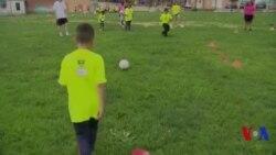 Zarokên Amerîka Fêrî Futbolê Dibin