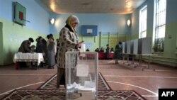 Qırğızıstanda seçki nəticələri Rusiyanın dəstəklədiyi namizədin öndə olduğunu göstərir
