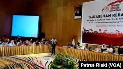Ketua Gerakan Suluh Kebangsaan, Mahfud MD, berbicara mengenai pentingnya menjaga persatuan dan kesatuan bangsa. (Foto:VOA/Petrus Riski).