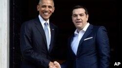 Le président Barack Obama, à gauche, serre la main au Premier ministre Alexis Tsipras à Athens le 15 novembre 2016.