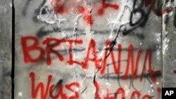 Sebuah graffiti di Birmingham, 2 Juni 2020, sebagai ilustrasi. (Foto: AP)