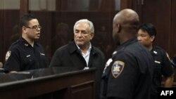 Kreu i Fondit Monetar Ndërkombëtar Dominik Stros-Kan do të mbahet në një burg të Nju Jorkut