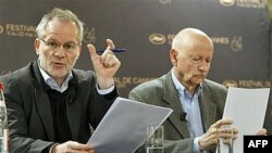 Predsednik i direktor Kanskog festivala Žil Žakob i Tieri Fremo na konferenciji za novinare u Parizu, 14. aprila 2011.