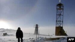 Shkencëtarët rusë bëjnë shpime në liqenin gjigand nën akullin antarktik