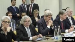 جان کری وزیر خارجه ایالات متحده در مذاکرات اتمی گروه ۱+۵ با ایران در لوزان سوئیس - ۱۰ فروردین ۱۳۹۴