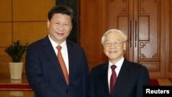 Tổng Bí thư kiêm Chủ tịch Nước Trung Quốc Tập Cận Bình (bên trái) và Tổng Bí thư Việt Nam Nguyễn Phú Trọng tại Hà Nội, ngày 05/11/2015.