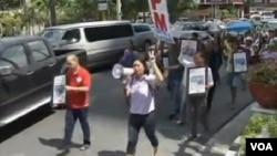 菲律賓活動人士星期三在示威活動中呼籲台灣政府尊重在台菲律賓勞工權益。