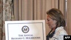 Ngoại trưởng Clinton nói ông Holbrooke có liên quan đến hầu hết những thách thức trong chính sách ngoại giao của Mỹ trong 50 năm qua