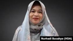 Prof Musdah Mulia dan Ensiklopedia Muslimah Reformis. (Foto: VOA/Nurhadi Sucahyo)