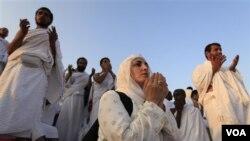 Para jamaah Haji di Tanah Suci (foto: dok.). Pemerintah Indonesia menjamin bahwa ONH tahun ini tak akan dinaikkan.