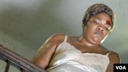 Mo'Nique berperan sebagai Mary Lee, ibunya Precious Jones yang kejam dalam film Precious.
