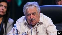 Mujica llamó a los actores políticos a aprobar cambios legislativos y constitucionales para simplificar la residencia uruguaya.