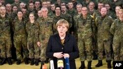 지난 7일 독일 북부 육군 의료센터를 방문한 앙겔라 메르켈 독일 총리가 기자들의 질문에 답하고 있다. (자료사진)