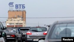 Tanda Bank VTB di Moskow.