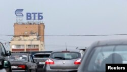 عکس آرشیوی از لوگوی بانک VTB روسیه در مسکو